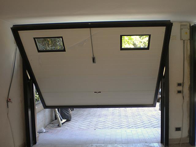 Basculanti per garage ecofinestre serramenti e infissi for Finestra basculante