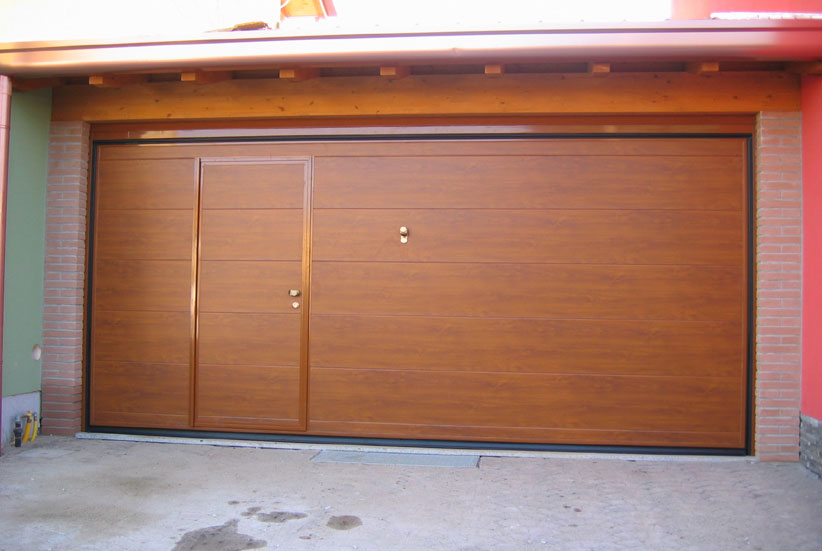 Neat porte per garage in legno de07 pineglen for Porta garage basculante