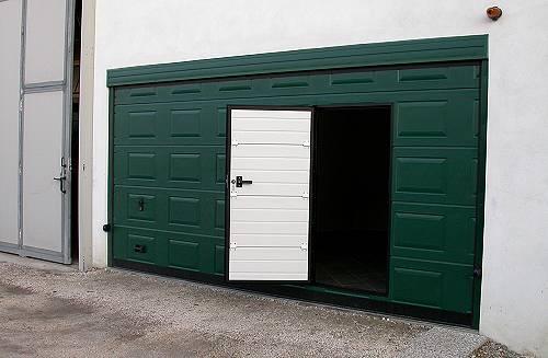 Basculanti per garage ecofinestre serramenti e infissi - Basculante con porta pedonale prezzo ...